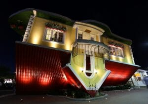 Niagara Falls Attraction - Upside Down House